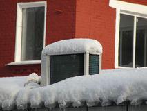 el-technopark-los-sistemas-de-aire-acondicionado-enfriamiento-del-invierno-con-hielo-y-nieve-95818657